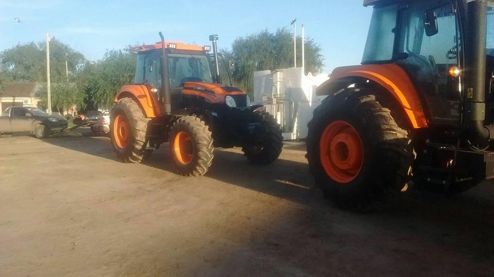 CASER recibió dos tractores que habían sido adquiridos para utilizar con las máquinas de arrastres compradas en febrero