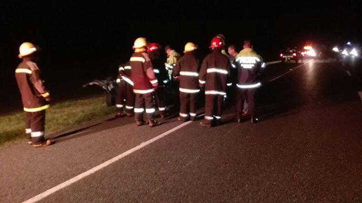 KM 353: Un auto impactó de atrás contra un camión y el paragolpes del acoplado provocó un segundo accidente