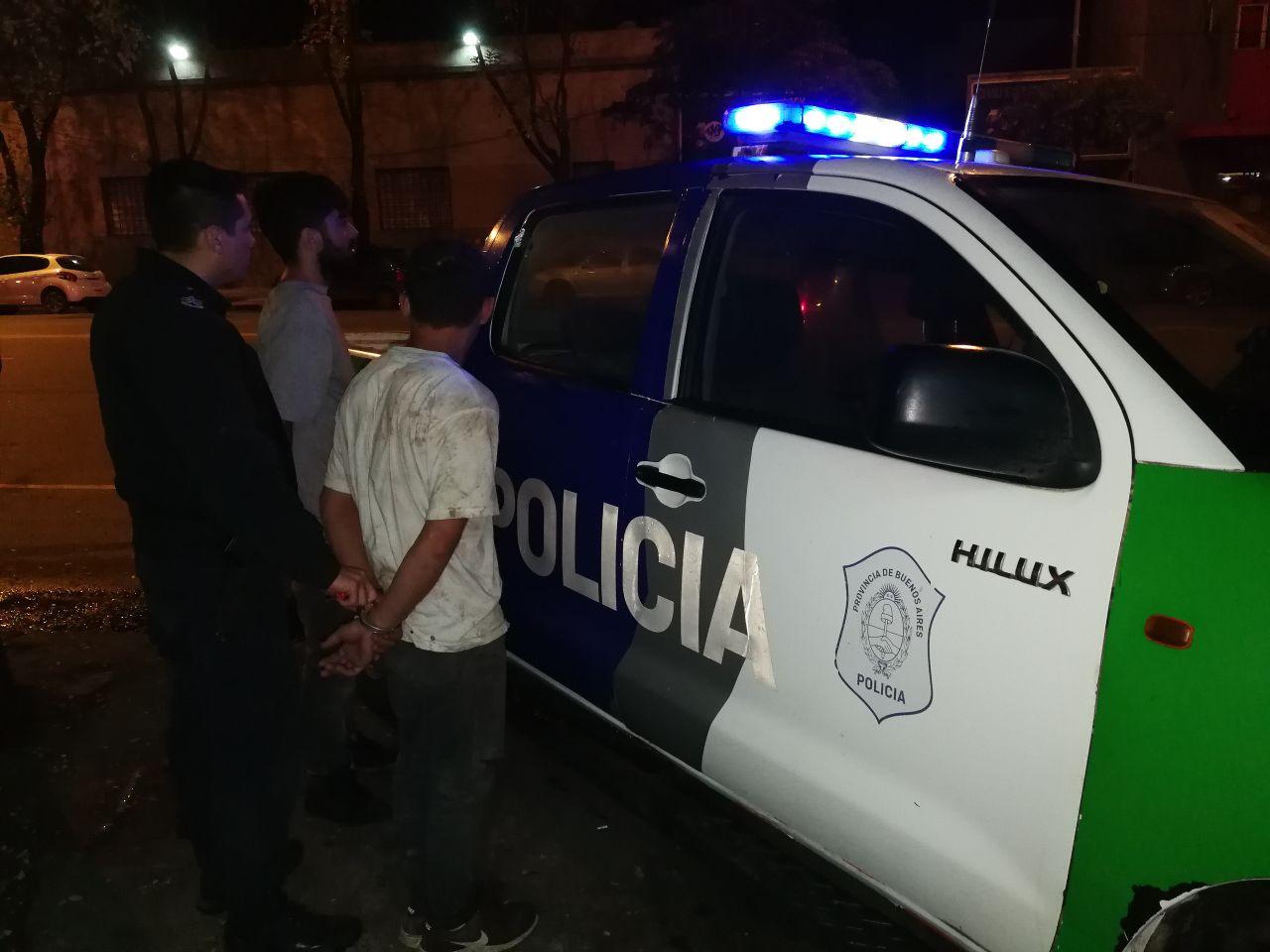 Quisieron robar una moto en Santa Clara, pero terminaron en camioneta rumbo a Batán