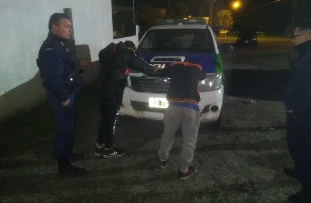 Dos menores de 15 años ingresaron a robar a la Escuela de Santa Elena y fueron aprehendidos