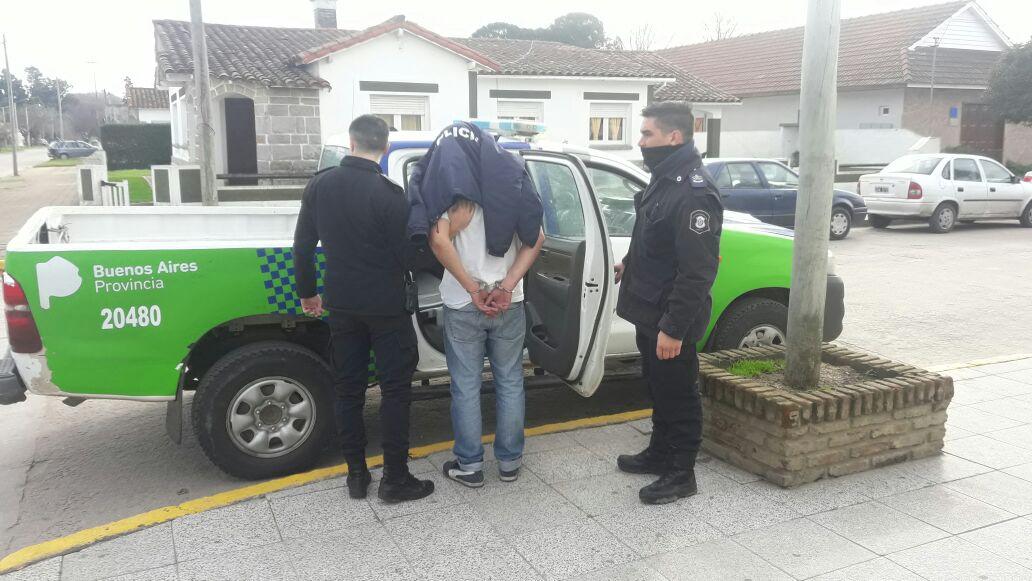 CNEL VIDAL: Quiso esquivar el control de alcoholemia y chocó un patrullero