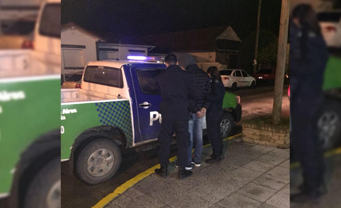 CNEL VIDAL: La policía demoró a un sujeto en estado de ebriedad haciendo disturbios