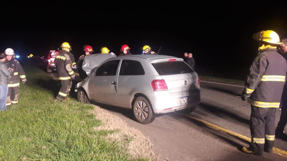 Un auto embistió un novillo en el KM 351 de la AU2, hay heridos leves