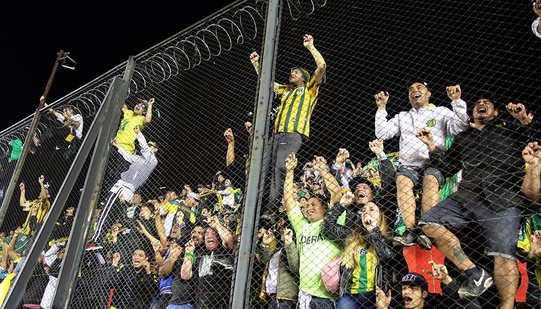 Iñiguez terminó amonestado, pero vuelve contento con un nuevo triunfo en la Superliga