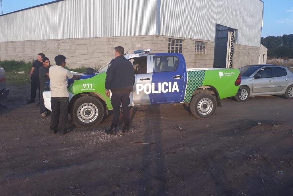STA CLARA: Detienen a dos sujetos por intentar sacar elementos de una camioneta secuestrada