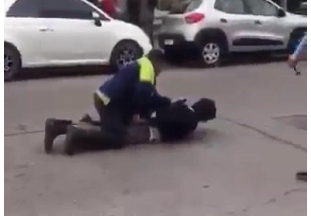 VIDEO Mar del Plata: un juez cuestionó el accionar policial y amenazó con hacerlos echar mientras hacían su trabajo en la vía pubica