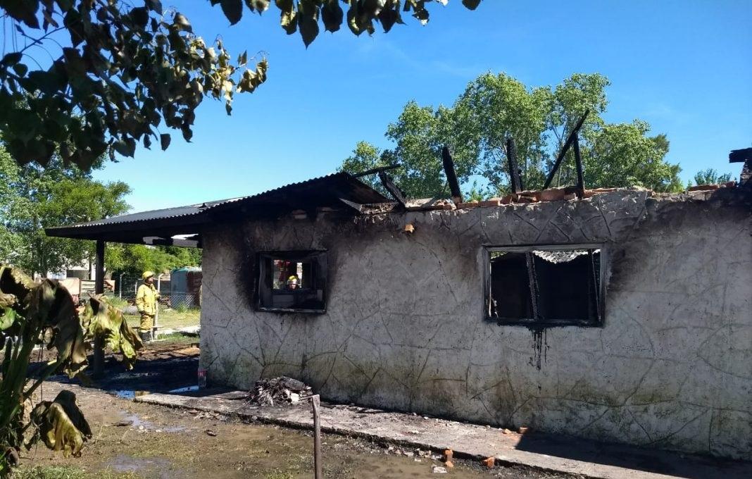 GENERAL PIRAN: Voraz incendio consumió una vivienda y piden ayuda para la familia