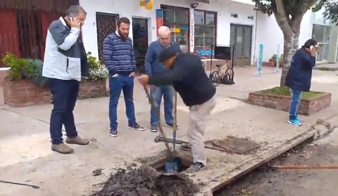 LIMPIEZA DE ALCANTARILLAS EN SANTA CLARA DEL MAR