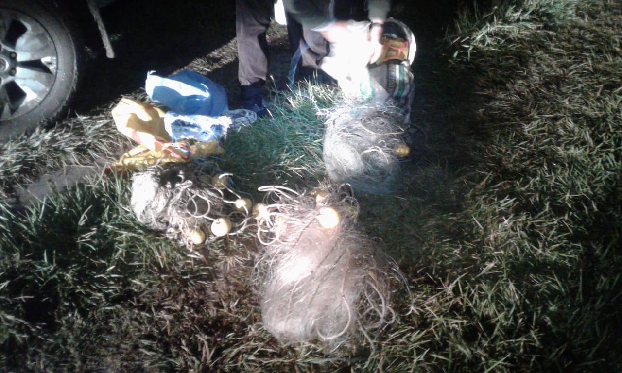 Policías vestidos de civil engañaron a pescadores furtivos bolivianos y secuestraron redes y pescados en el canal 5