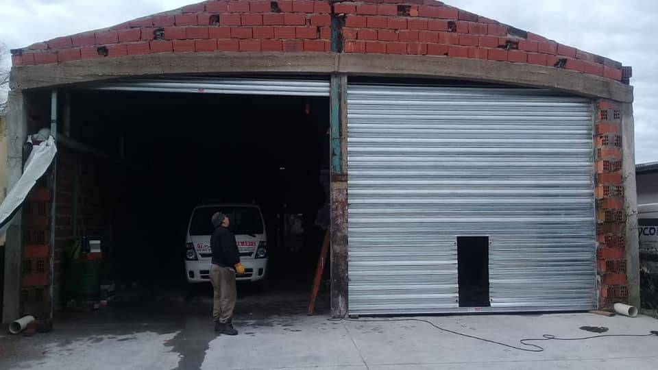 Con lo recaudado en un baile, los Bomberos de Vivoratá lograron colocar las cortinas metálicas al nuevo cuartel