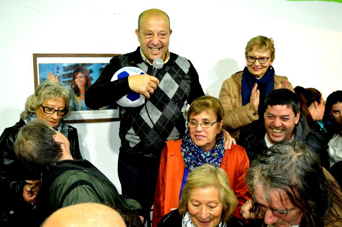 """CNEL VIDAL: A pesar de la lluvia, Jorge """"Pitingo"""" Paredi inauguró el local y movió la Dama"""