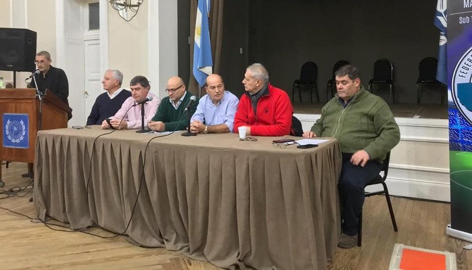 La Federación de Fútbol Bonaerense Pampeana celebró la primera reunión en Tandil con una concurrencia masiva de autoridades de Ligas