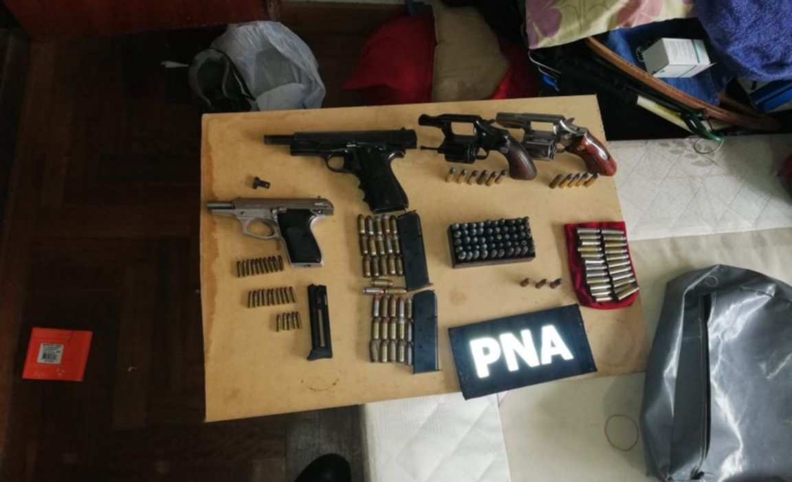 MDQ Y CORONEL VIDAL: Dos detenidos, drogas y armas en diez allanamientos por entraderas