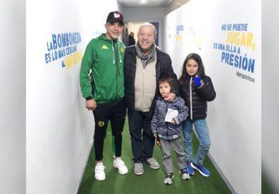 Paredi, fiel hincha de Boca, se encontró con Manu Iñiguez en la Bombonera, que fue titular con Aldosivi por la Súper liga