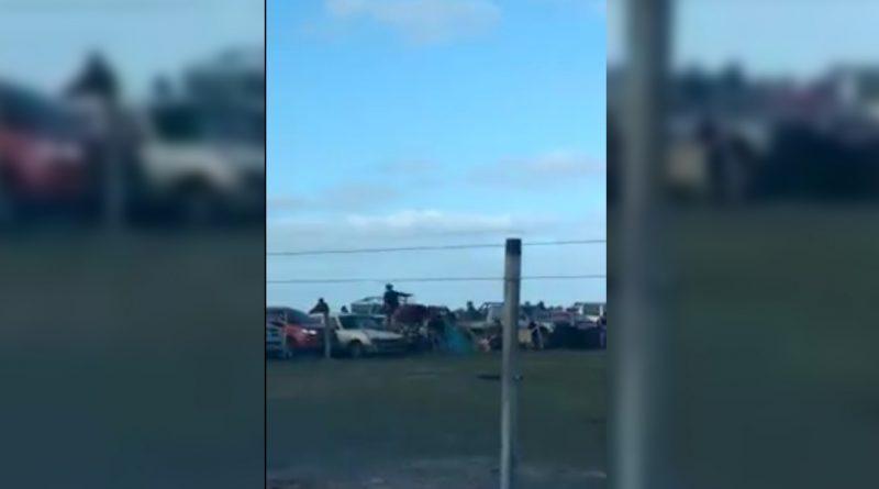 VIDEO || Susto en Fiesta Tradicionalista de Coronel Vidal: Un caballo y su jinete chocaron el alambrado y terminaron del lado del público