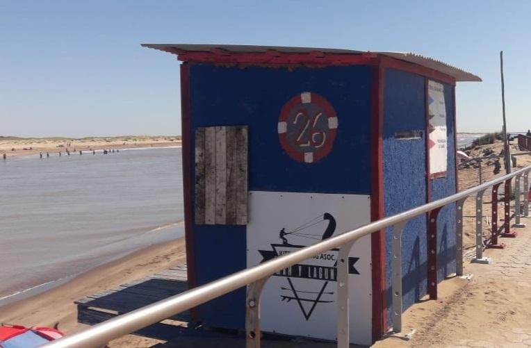 Guardavidas de UGAM se tomaron el domingo por decisión propia abandonando las playas y a los bañistas