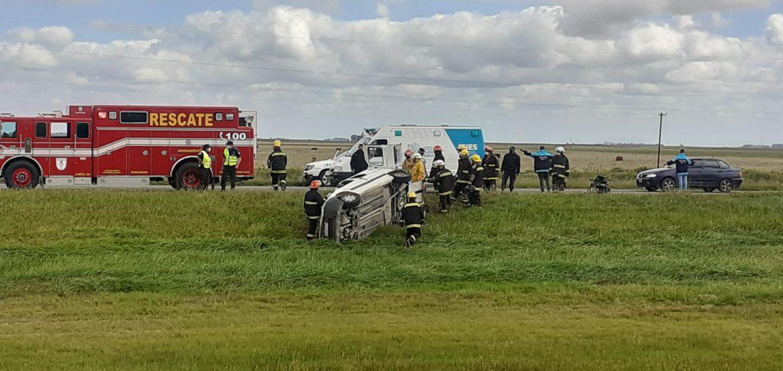 Una mujer falleció tras volcar el utilitario donde viajaba junto a otros pasajeros que resultaron heridos
