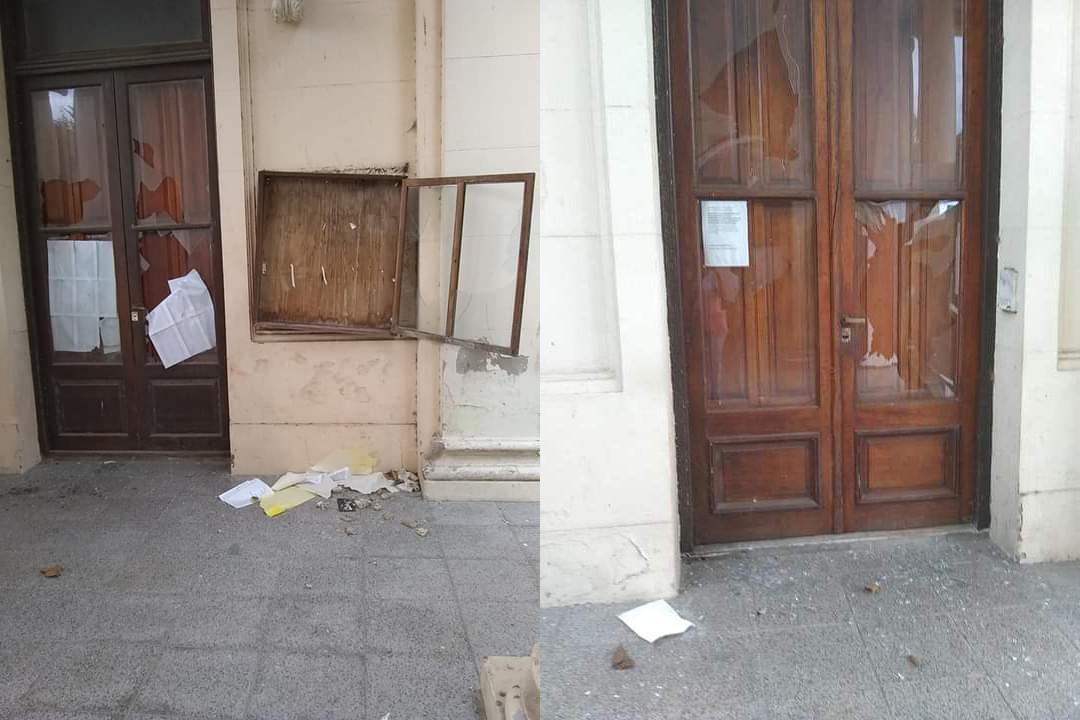 Destrozaron los vidrios de la oficina del cementerio municipal de Coronel Vidal