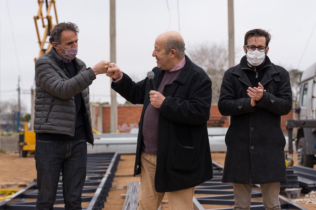 Gabriel Katopodis, Agustín Simone y Jorge Paredi recorrieron la obra del Polideportivo de Santa Clara del Mar