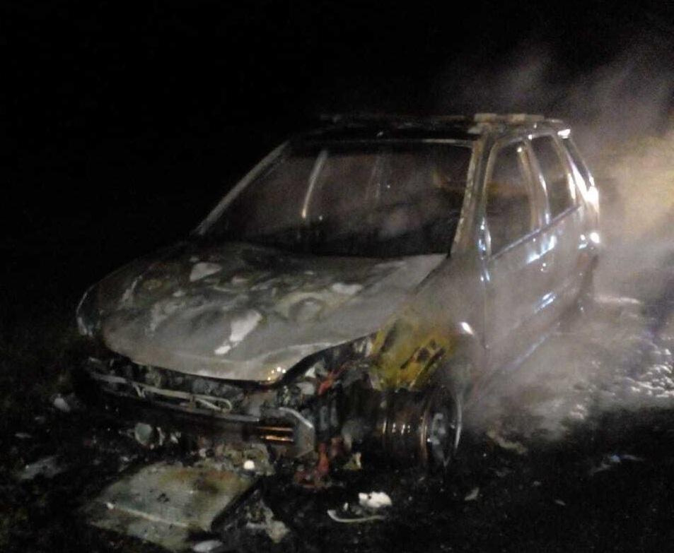 AUTOVIA 2: Bomberos de Coronel Vidal asistieron al incendio de un vehículo