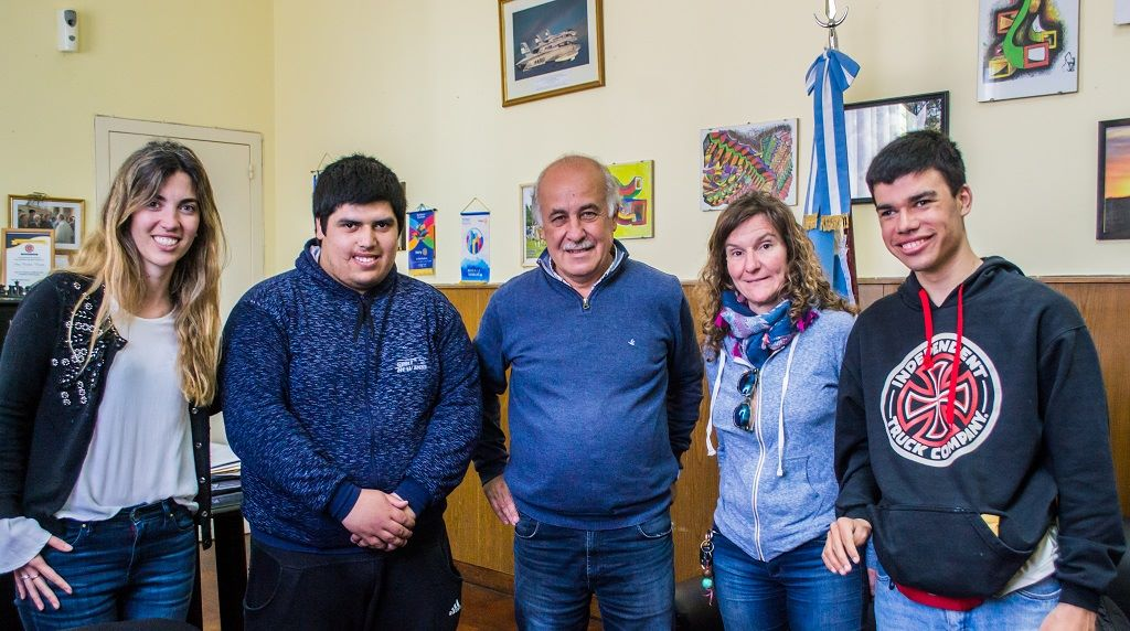 El intendente Carlos Ronda recibió a los nuevos agentes municipales del Programa Promover