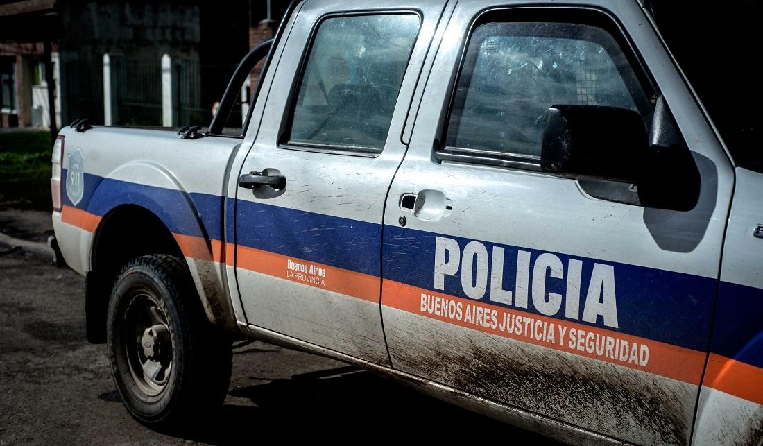 CNEL VIDAL: Un policía de franco embistió un camión en la AU 2 y terminó con heridas