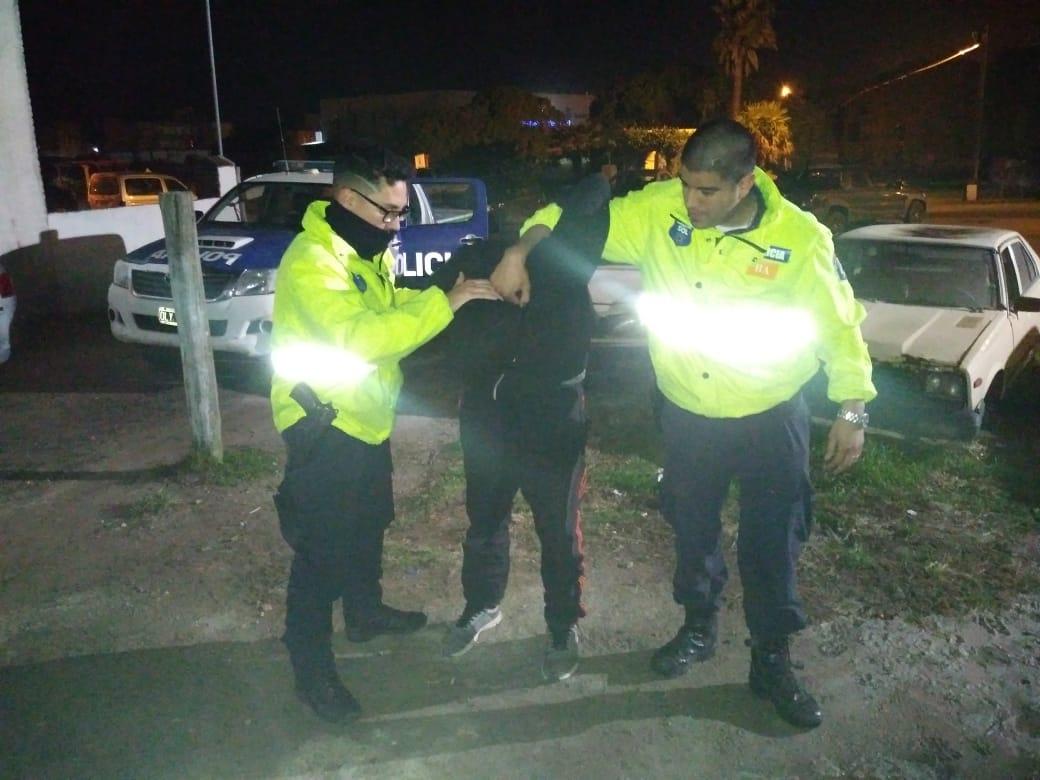 STA CLARA: Un menor de 16 años fue detenido por robar de manera violenta en la vía pública