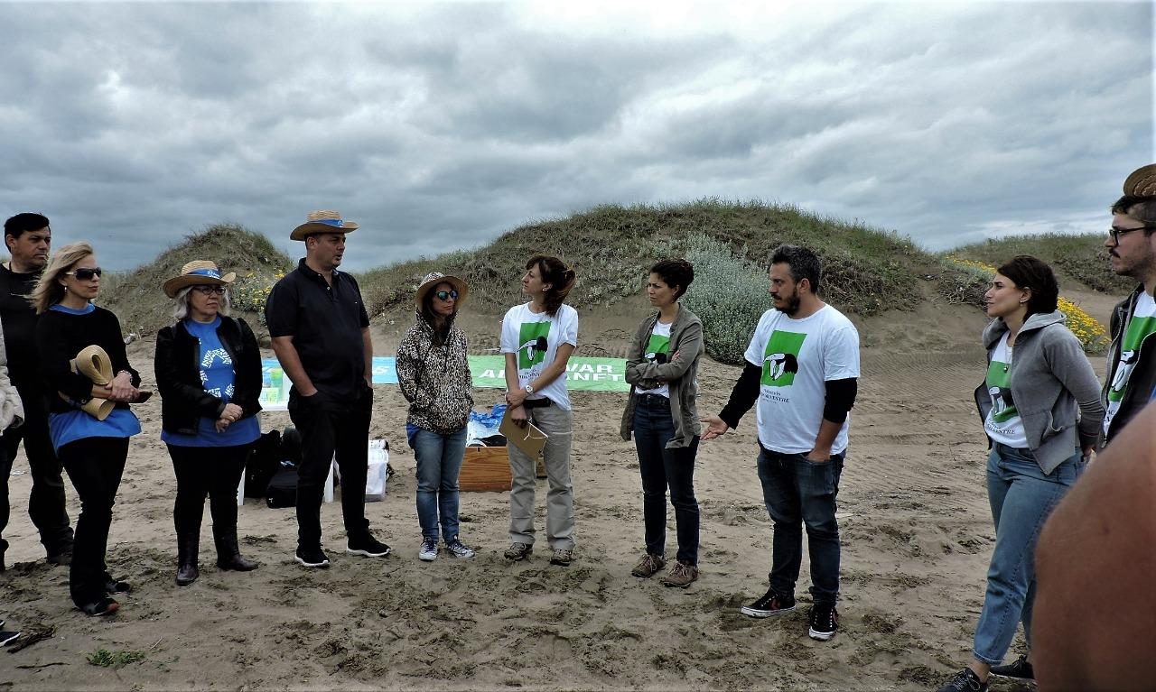 Luego de un concreto pedido de Vecinos, guardavidas y el HCD, se realizó una histórica limpieza de playas en Mar de Cobo