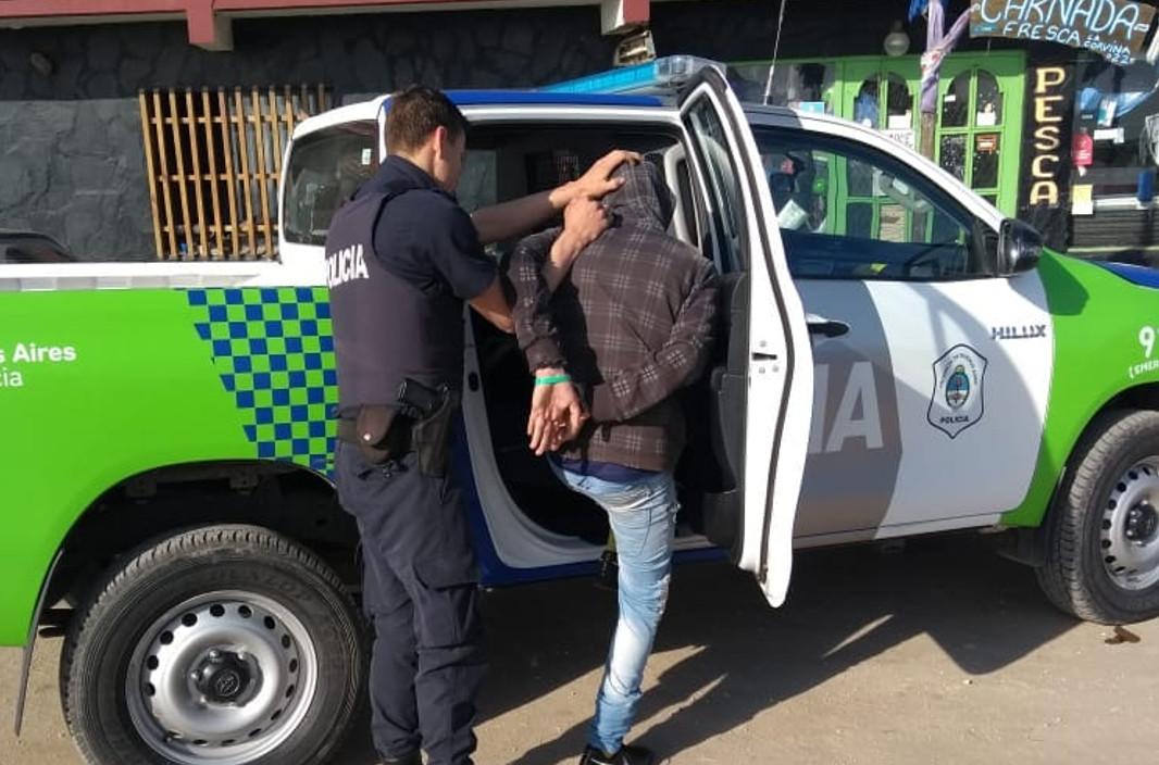 STA CLARA: Un menor robaba bebidas de un local y fue descubierto por la policía