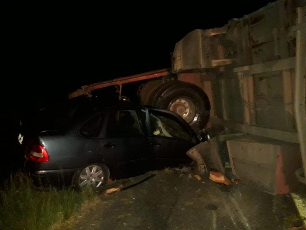Dos camiones y dos automóviles chocaron anoche en cercanías de Vivoratá