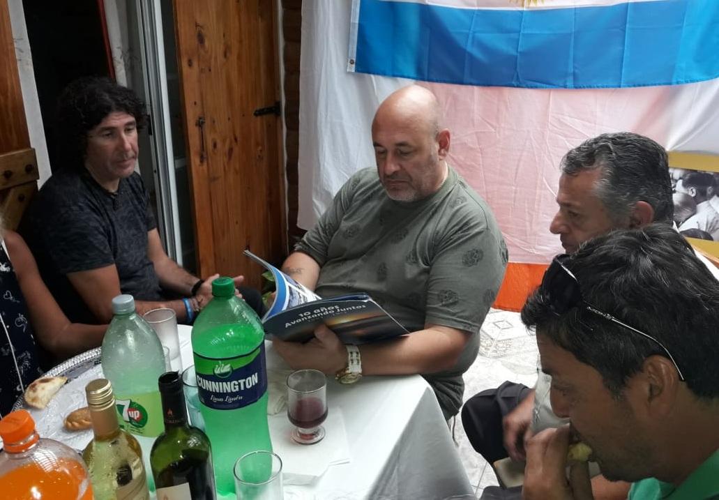 ESTE DOMINGO: Santiago Cuneo mantuvo un almuerzo íntimo con dirigentes del PJ en medio de su carrera política por la gobernación bonaerense
