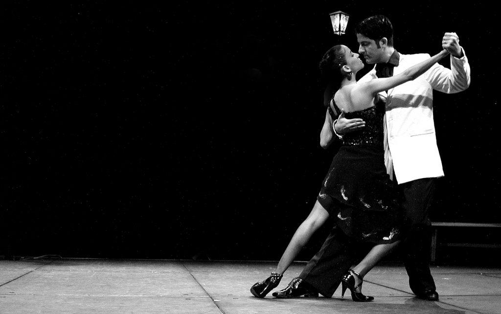 Clases abiertas de tango en el Espacio Joven a cargo de la profesora Anahí Martínez
