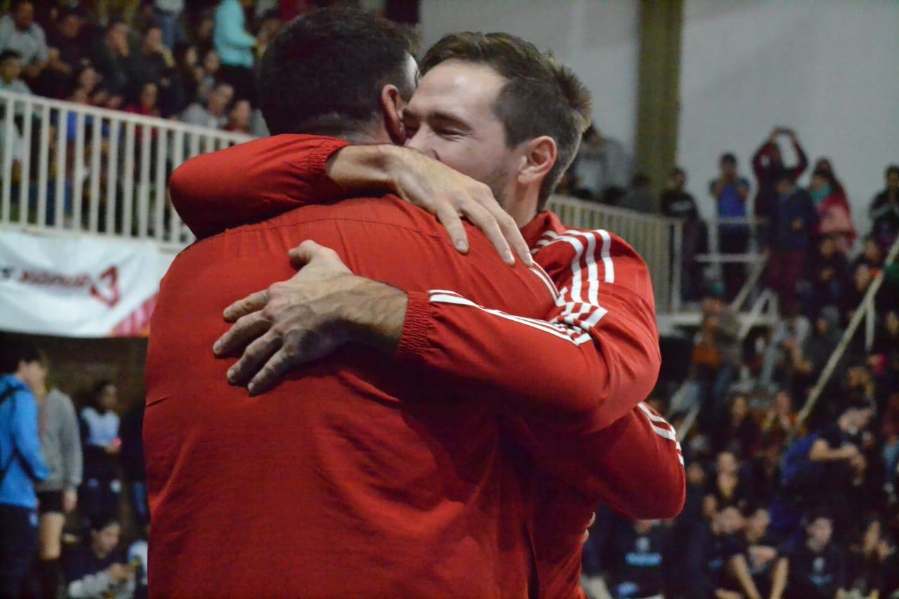 Pedro Benedetti salió campeón del Torneo Internacional Villa Ocampo como DT con el sub 19 de Vóley de River Plate