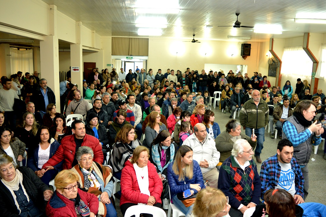 A sala llena, Jorge Paredi presentó a sus candidatos y propuestas en el Centro de Jubilados de Coronel Vidal