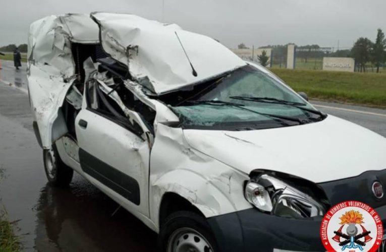 Un camión y un utilitario colisionaron en la Autovía 2 a la altura de Coronel Vidal