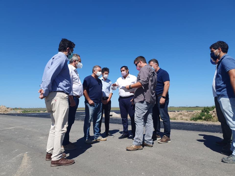 Marcelo Sosa recorrió las obras de la doble vía de la Ruta 56 junto a concejales de Madariaga y Pinamar