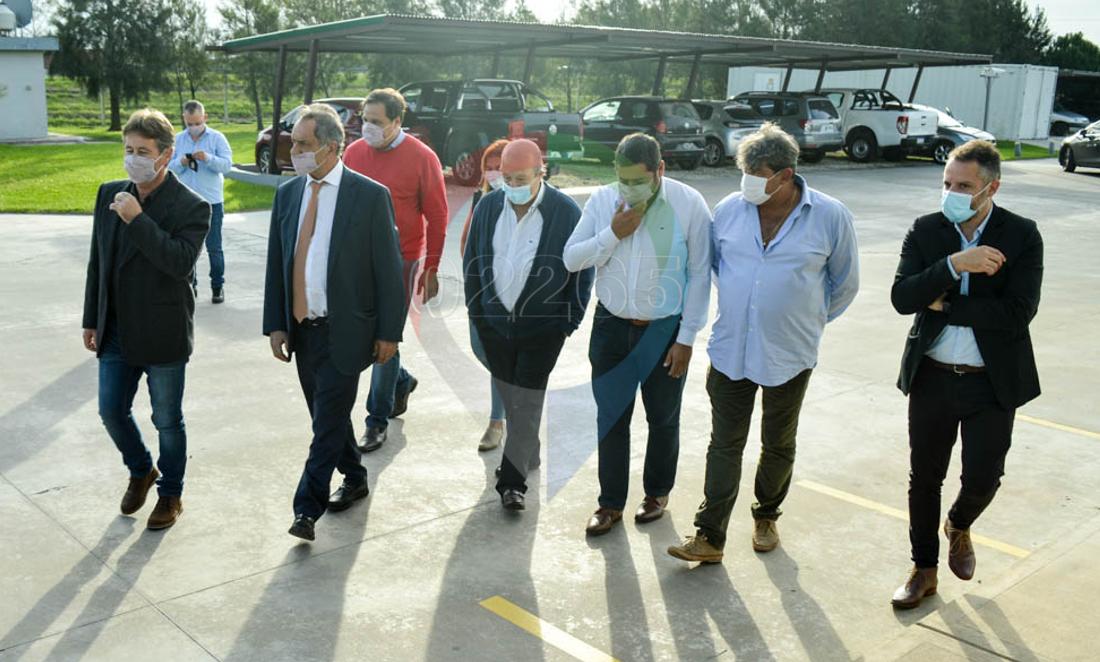 GALERIA DE FOTOS: El embajador de Brasil Daniel Scioli, recorrió la pesquera Isla de los Estados en Vivoratá