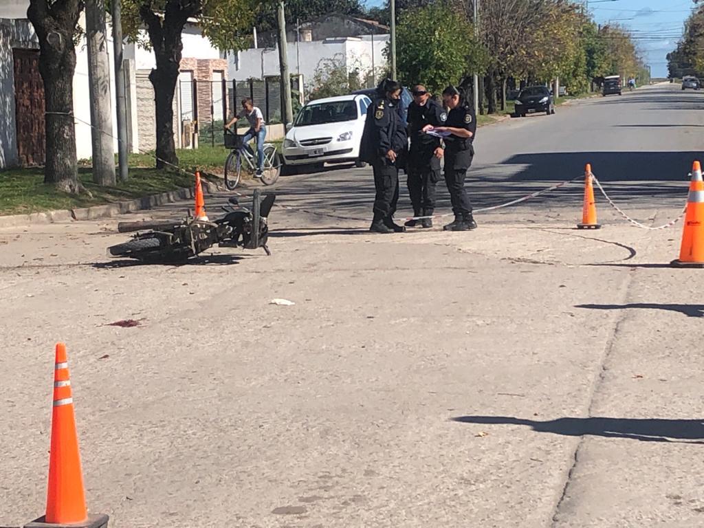 CNEL VIDAL: Fuerte accidente entre un auto y una moto causó dos heridos