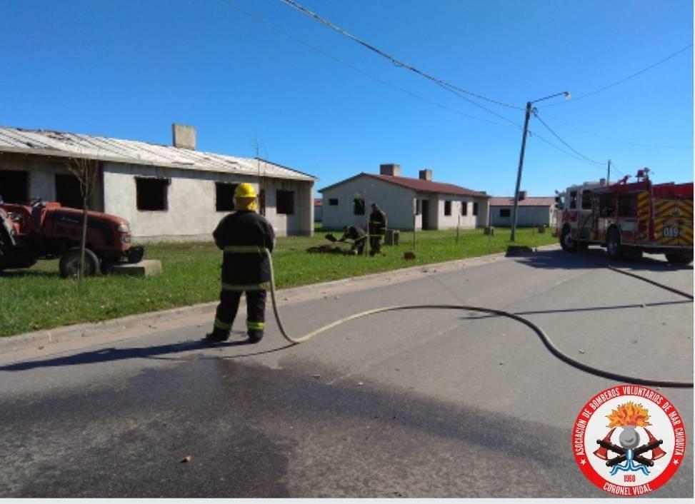 CNEL VIDAL: Bomberos debieron intervenir en una fuga de gas en las viviendas sin terminar del plan federal