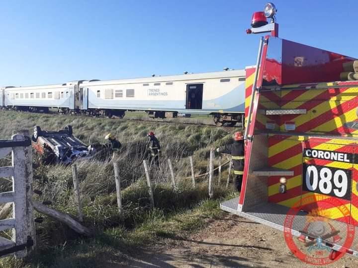 TRAGEDIA: Un joven de 27 años murió tras ser embestido en su auto por el tren