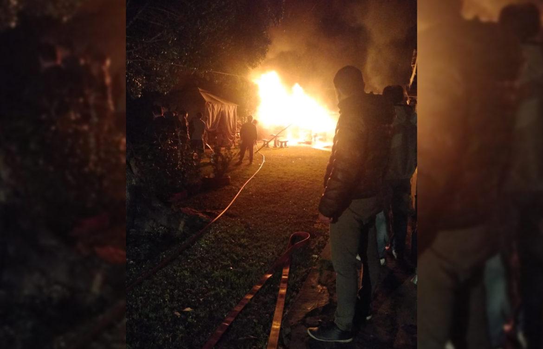 VIVORATÁ: Voraz incendio consumió un galpón de madera en una vivienda