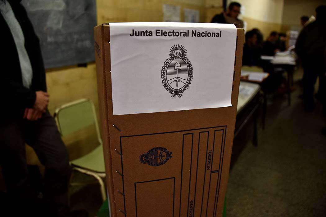 """LEGISLATIVAS: Barone encabeza la intención de voto general y las internas de """"Juntos"""" se ponen parejas"""